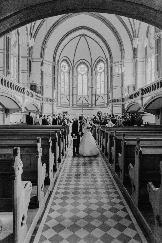 Auszug Brautpaar Kirche Dresden
