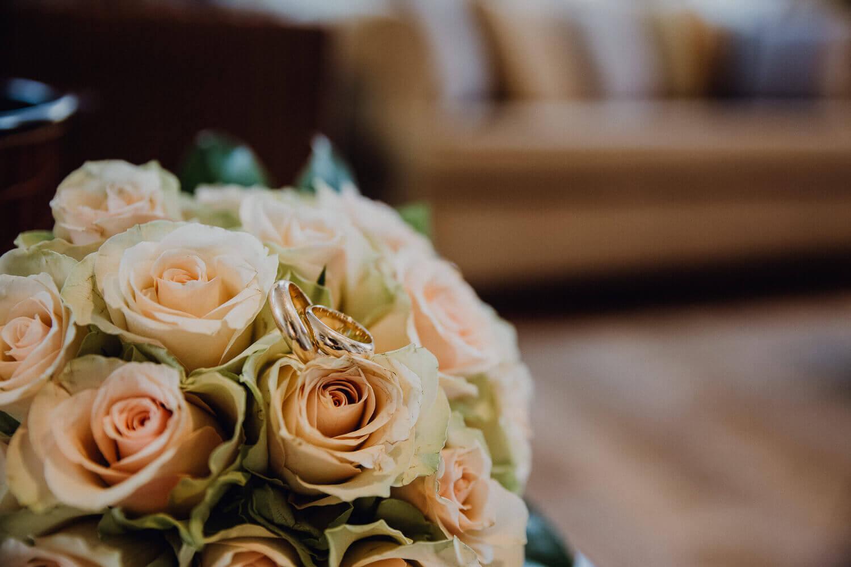 Brautstraussfoto After Wedding Shooting Essen-Werden