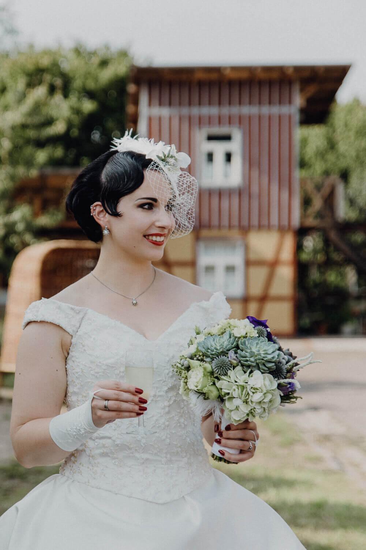 Altes Kranwerk Naunhof Braut beim Sektempfang