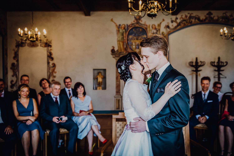Hochzeitskuss Standesamt Wolkenstein