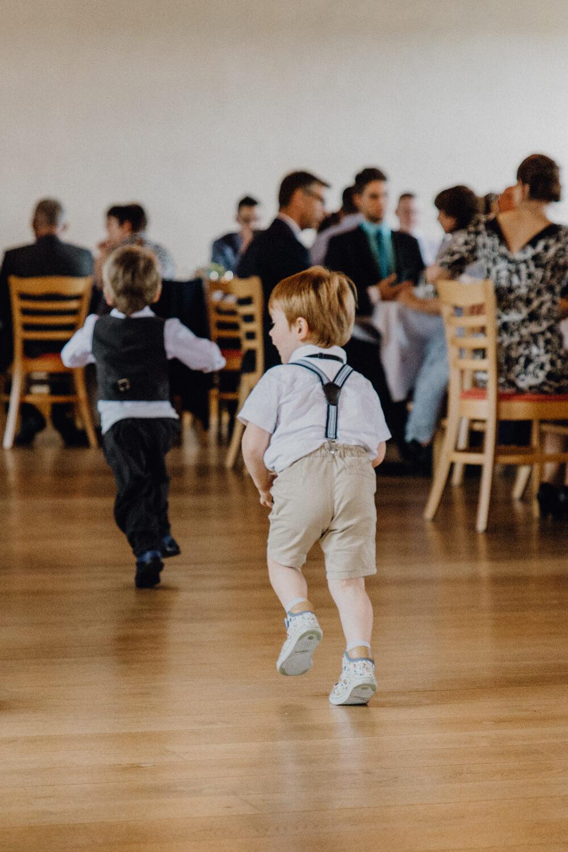 Kinder auf Hochzeit